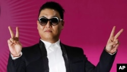 "South Korean rapper PSY poses during a news conference for his concert ""Happening"" in Seoul, South Korea, April 13, 2013."