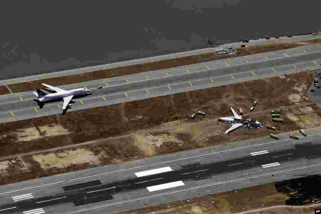 Ảnh chụp từ trên không hiện trường tai nạn của chuyến bay Asiana 214 tại sân bay Quốc tế San Francisco ở San Francisco, ngày 6/7/2013.