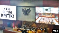 Rapat paripurna DPR di gedung parlemen, Rabu (14/2). (VOA/Fathiyah)