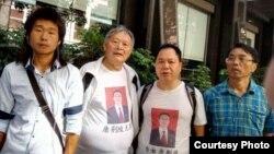 在廣州中院外面聲援唐荊陵的圍觀者。(博訊圖片)
