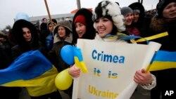 Crimean Tatars shout slogans during the pro-Ukraine rally in Simferopol, Crimea, Ukraine, March 10, 2014.
