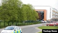 교사가 학생의 칼에 찔려 숨진 사건이 발생한 영국 리즈 인근의 가톨릭계 학교 '코퍼스크리스티 칼리지'
