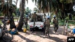 Soldats de la Monusco dans un village du district de Kamonia, l'une des zones les plus touchées par les conflits dans la région du Kasaï, RDC, 24 octobre 2017.