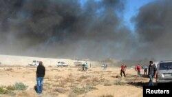 Hiện trường một vụ không kích tại Zawura, tây Triploi, Libya, ngày 2/12/2014.