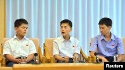 북한 관영매체들은 21일 라오스에서 북송된 탈북 청소년들의 좌담회 내용을 보도했다.