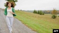 Những phụ nữ vận động thân thể tương đương với nửa giờ đi bộ nhanh mỗi ngày ít có nguy cơ mất trí nhớ hơn