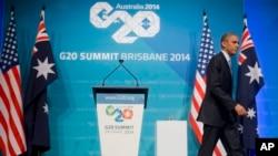 El presidente Barack Obama se retira del escenario al terminar la última conferencia de prensa que dio en el marco de la cumbre del G20.