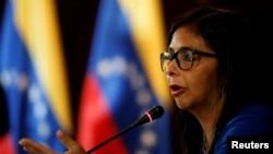 Ketua Majelis Konstituante, Delcy Rodriguez, berbicara di sebuah konferensi pers di Caracas, Venezuela, 28 Agustus 2017.