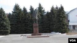 俄罗斯旅游城市苏兹达里市中心的列宁像。