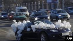 Moskvada ədalətli seçkilər şüarı altında avto-yürüş keçirilib