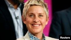 """DeGeneres, de 61 años,una de las celebridades homosexuales más prominentes de EE. UU. y actualmentepresentadora del programa de entrevistas """"The Ellen DeGeneres Show"""", recibirá el Carol Burnett Award."""
