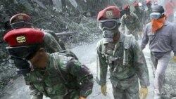 سربازان اندونزیایی در جستجوی قربانیان در شهر «یوگیاکارتا»