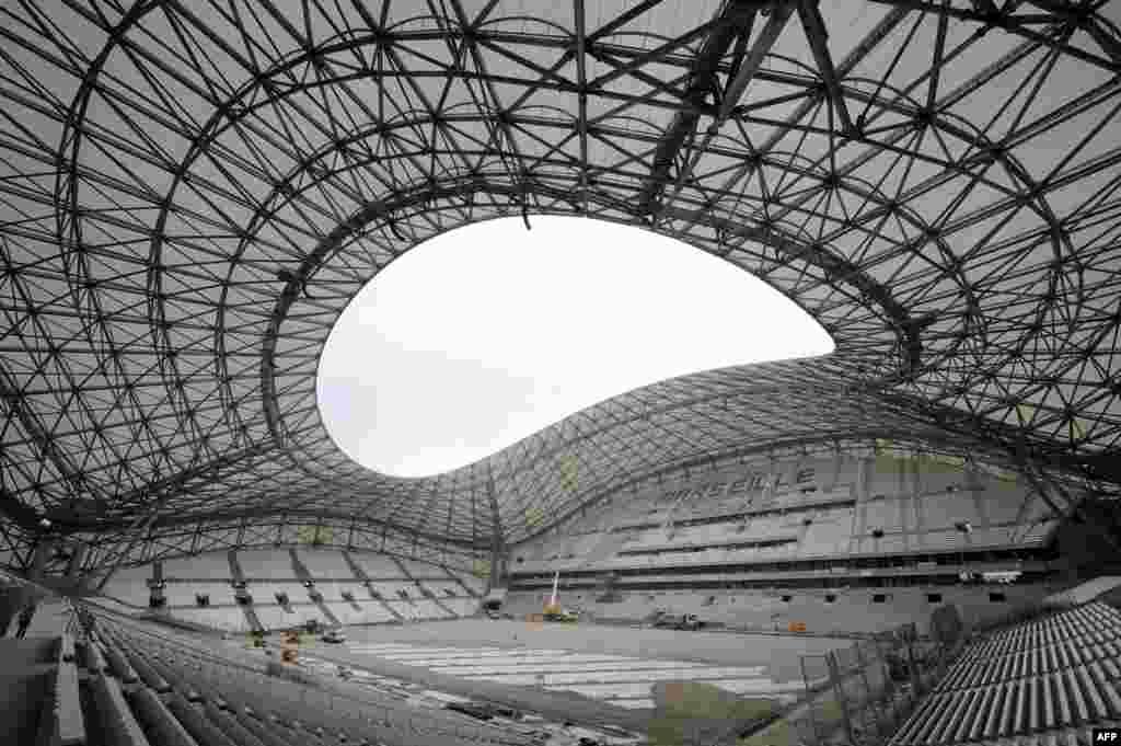Sân vận động Stade Vélodrome ở Marseille, Pháp đang được tu sửa.