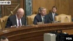 參議院撥款委員會下屬的國務院、外交行動與相關項目撥款小組委員會主席、共和黨參議員格雷厄姆(中)在國會參議院的2016年聯邦預算案一次聽證上。