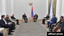 Rusiya nümayəndə heyəti Ermənistan baş naziri ilə görüşüb