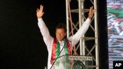 عمران خان اسلام آباد کے ایک حلقے سے سابق وزیرِ اعظم شاہد خاقان عباسی کا مقابلہ کریں گے۔