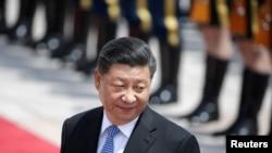 中国国家主席习近平在人民大会堂外出席希腊总统帕夫罗普洛斯欢迎仪式(2019年5月14日)。