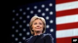 ຜູ້ສະໝັກແຂ່ງຂັນເປັນປະທານາທິບໍດີ ຈາກພັກເດໂມແຄຣັດ ທ່ານນາງ Hillary Clinton.