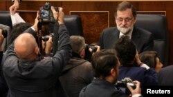 En una comparecencia semanal en el Parlamento, Rajoy dijo que la aplicación del Artículo 155 de la Constitución española es la única respuesta posible para restaurar la legalidad en Cataluña.