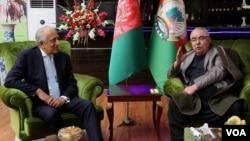 AQShning Afg'oniston bo'yicha maxsus vakili Zalmay Halilzod va Afg'oniston Vitse-prezidenti Abdul Rashid Do'stum