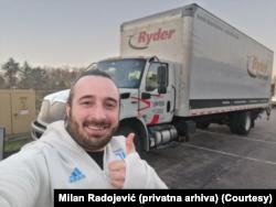Milan Radojević ispred kamiona koji vozi (Foto: Privatna arhiva)