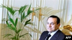 Mubarak nuk lejohet të largohet nga vendi
