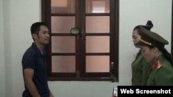 Công an Phú Yên đọc lệnh tạm giam ông Nguyễn Bảo Tiên, nhưng hình ảnh không ghi chú chụp vào ngày nào. Photo Công an Phú Yên.