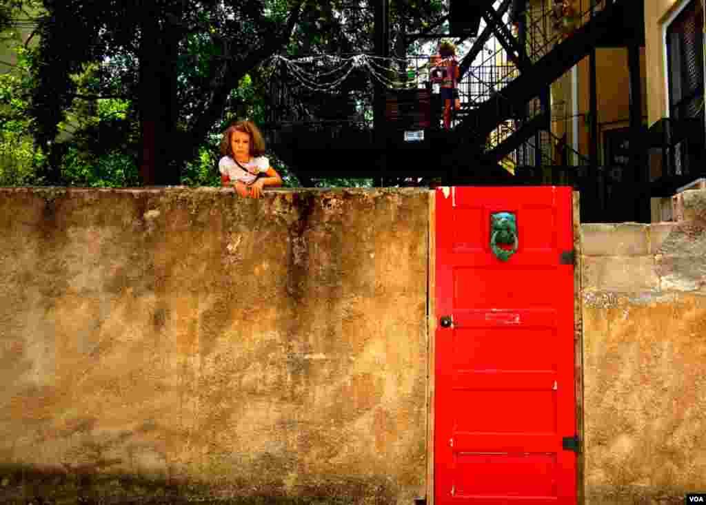 «Хозяйка» красной двери