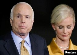 John McCain e esposa Cindy
