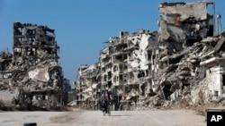 26일 시리아 홈스 옛 도시 건물들이 붕괴된 모습.