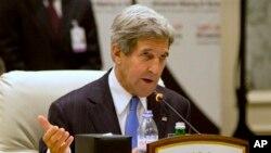 22일 카타르 도하에서 열린 '시리아의 친구들' 회의에서 연설하는 존 케리 미국 국무장관