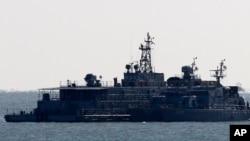 Tàu của Hải quân Nam Triều Tiên đậu gần đảo Yeonpyeong, Nam Triều Tiên