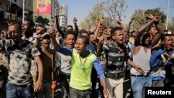 Les partisans de Bekele Gerba, secrétaire général du Congrès fédéraliste oromo (OFC), célébrent la libération de Gerba de sa prison, à Adama, dans la région d'Oromia, en Éthiopie, le 14 février 2018.