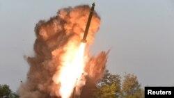 Ảnh của KCNA về vụ phóng thử tên lửa siêu lớn của Triều Tiên hôm 10/9/2019.