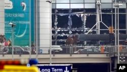 Cửa sổ bị vỡ tại hiện trường vụ nổ ở sân bay Zaventem gần Brussels, Bỉ, ngày 22/3/2016.