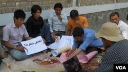 اعتصاب غذایی بعضی از دانشجویان در هرات در حمایت از اعتراض دانشجویان در کابل(عکس - خلیل نورزایی)