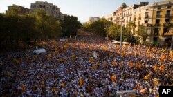 스페인 바르셀로나에서 11일 열린 카탈로니아 독립 요구 시위에 수십만명의 주민이 참가했다.