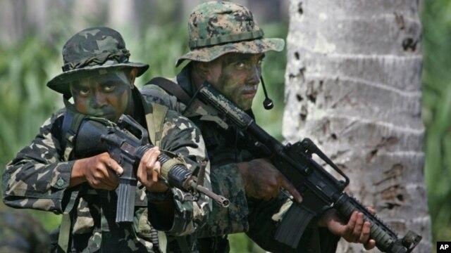 Binh sĩ Mỹ và Philippines trong một cuộc tập trận chung tại Palawan.