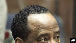 流行音乐巨星麦克尔·杰克逊的私人医生康拉德·穆雷在洛杉矶高等法院出庭(资料照)