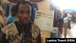 Dramane Sawadogo, artisan burkinabè, à Ouagadougou, le 30 octobre 2018. (VOA/Lamine Traoré)