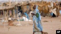 Para pengungsi Darfur di kamp Abou Shouk, Darfur utara (foto: dok).
