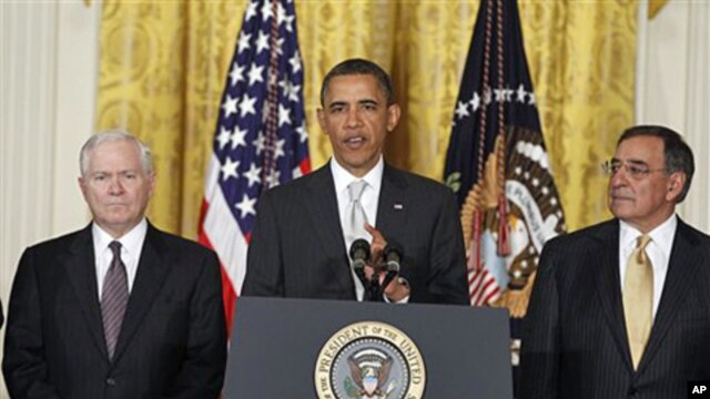 President Barack Obama, flanked by outgoing Defense Secretary Robert Gates (l) and Defense Secretary-nominee Leon Panetta, April 28. 2011