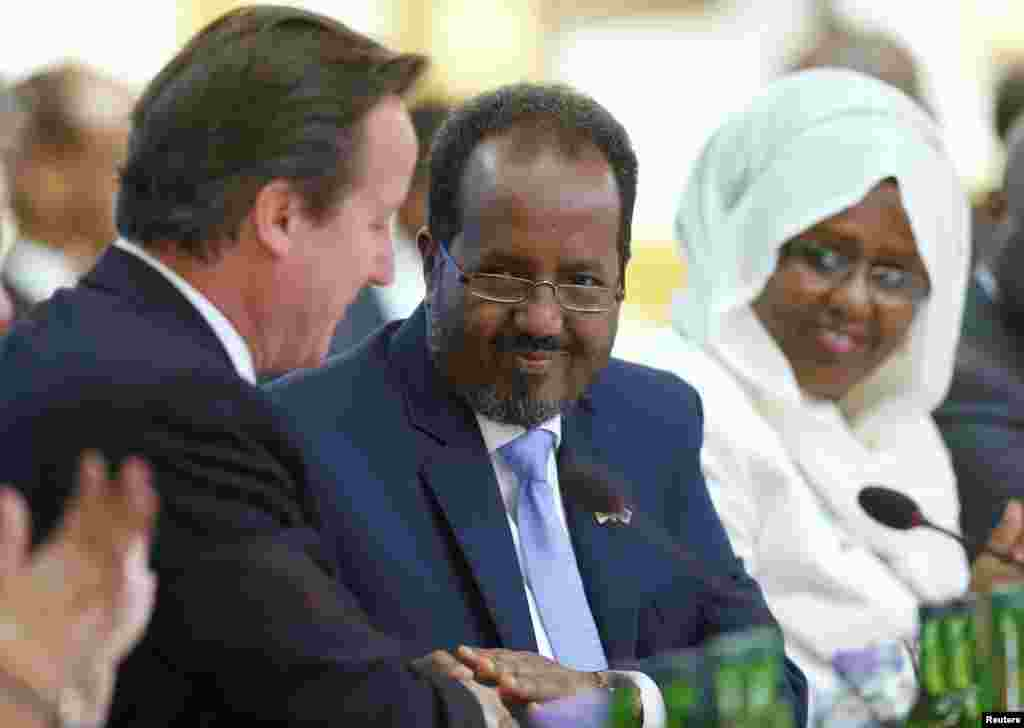 Britain's Prime Minister David Cameron and Somali President Hassan Sheikh Mohamud shake hands after making their opening speeches the Somalia conference in London, May 7, 2013.