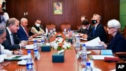 مبصرین کا کہنا ہے کہ امریکہ کی نائب وزیرِ خارجہ کے دورے سے دونوں ممالک کے درمیان گزشتہ چند ماہ سے جاری سرد مہری ختم ہوئی ہے اور روابط بحال ہونا شروع ہوئے ہیں۔ (فائل فوٹو)