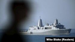 Plovilo USS Somerset prema kom se uputilo potonulo amfibijsko vozilo; ilustrativna fotografija (Foto: REUTERS/Mike Blake)