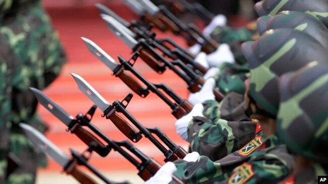 Diễn hành chiến thắng 30 tháng Tư tại Việt Nam. (AP Photo/Dita Alangkara)