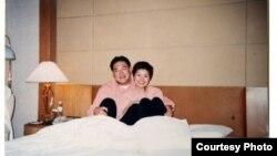 微博上發佈的宋林與涉嫌包養的情婦楊麗娟 (王文志微博圖片)