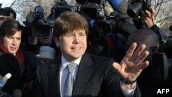 Cựu Thống đốc bang Illinois Rod Blagojevich rời nhà đến tòa án ở Chicago, Thứ Tư 7/12/2011