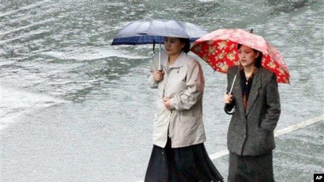 비 오는 평양 거리. (자료사진)
