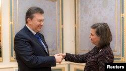 Predsednik Ukrajine Viktor Janukovič i pomoćnik američkog državnog sekretara Viktorija Nuland susreli su se danas u Kijevu, Ukrajina, 6.februar, 2014.